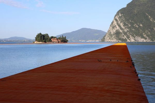 christo-and-jeanne-claude-floating-piers-lake-iseo-italy-2