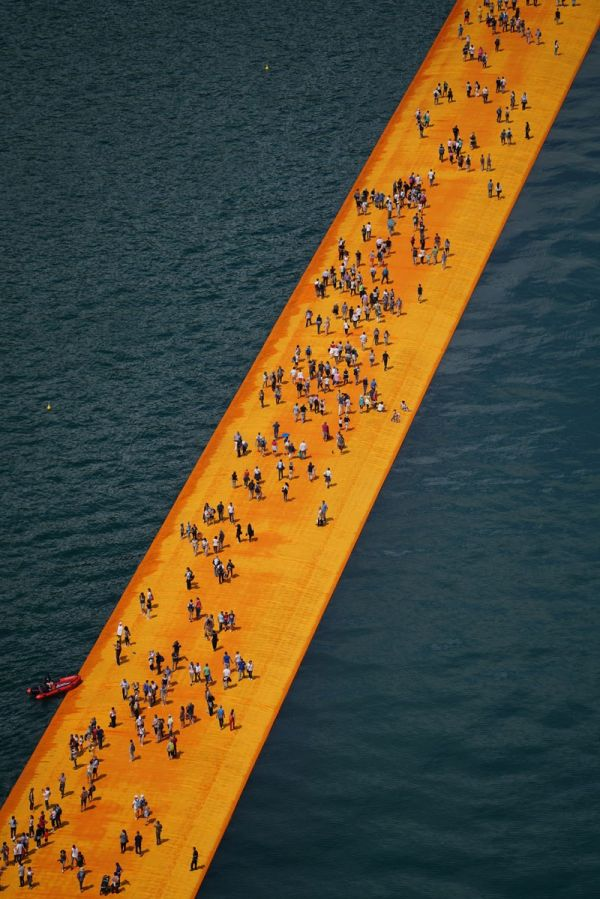 christo-and-jeanne-claude-floating-piers-lake-iseo-italy-7