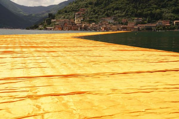 christo-and-jeanne-claude-floating-piers-lake-iseo-italy-15