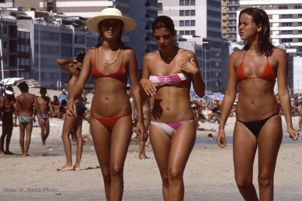 the Daily Life at the Rio Beaches in the late 1970s (17)