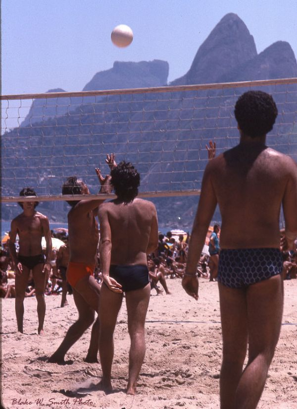 the Daily Life at the Rio Beaches in the late 1970s (9)
