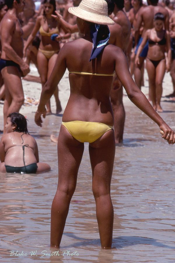 the Daily Life at the Rio Beaches in the late 1970s (13)