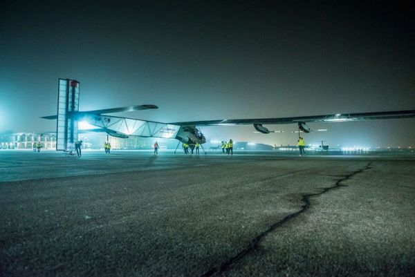 solar-impulse-plane-circumnavigates-globe-without-single-drop-of-fuel-1