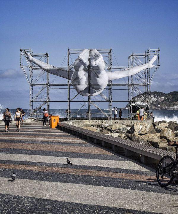 giant-athlete-art-installation-olympics-rio-de-janeiro-jr-7