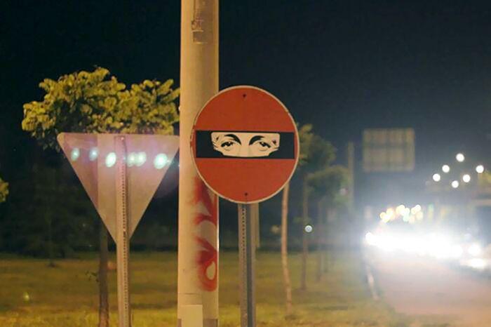 random-and-ridiculous-acts-of-vandalism-that-are-borderline-genius-36