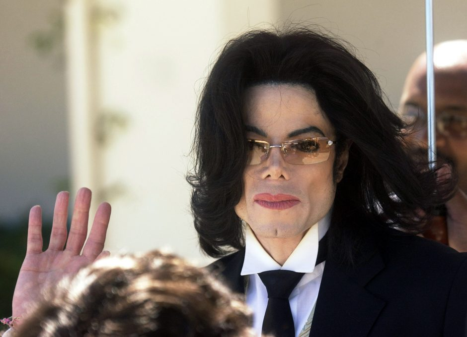 SANTA MARIA, CA - APRIL 19: Michael Jackson waves as he departs the Santa Barbara County courthouse following testimony in his child molestation trial April 19, 2005 in Santa Maria, California. Jackson is charged in a 10-count indictment with molesting a boy, plying him with liquor and conspiring to commit child abduction, false imprisonment and extortion. (Photo by Aaron Lambert-Pool/Getty Images)
